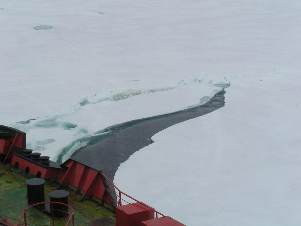 Ice-breaking-crack-4-KM.JPG