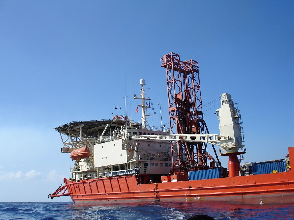 DP-Hunter-viewed-from-sea-port-sideDSC00413-I-PheasantIODP.JPG