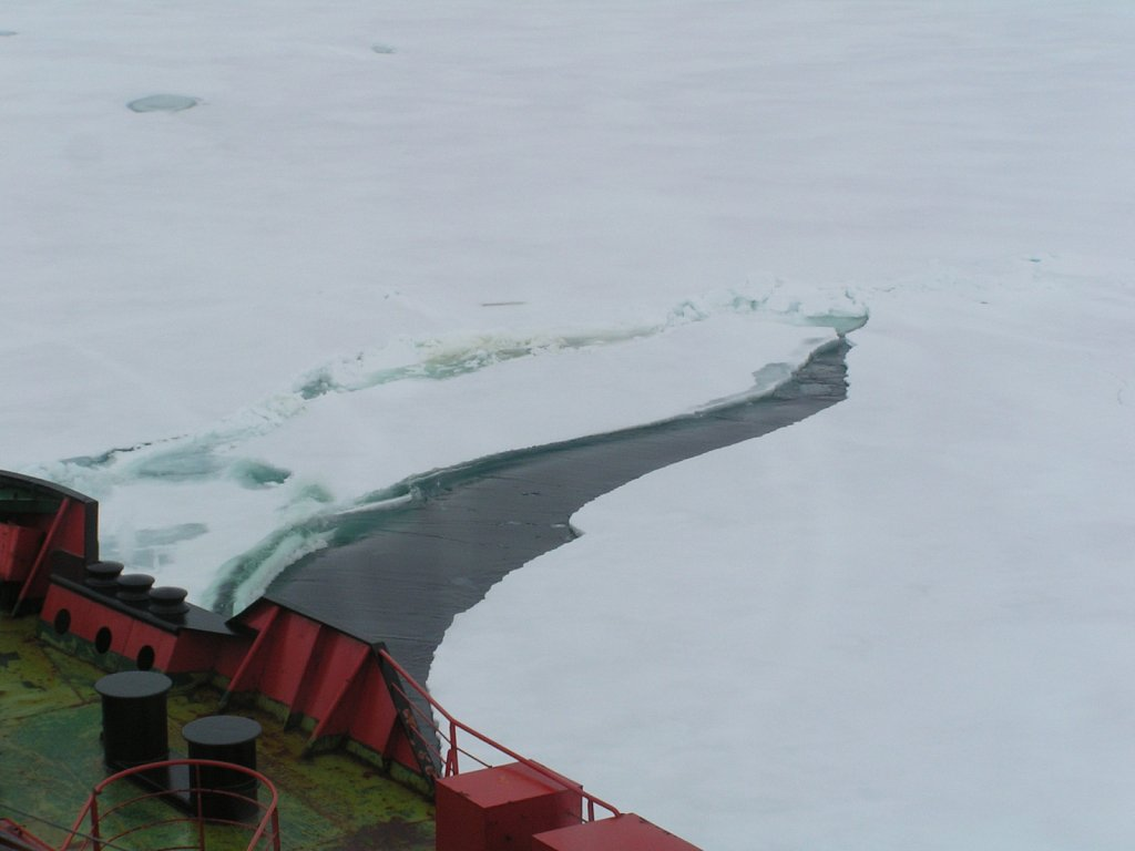 Ice-breaking-crack-4-KM.JPG